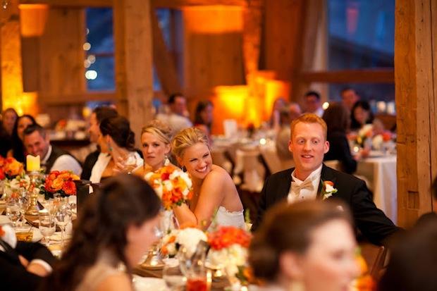 Гости на свадебном банкете