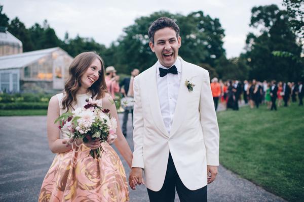 Невеста и жених дают шуточные клятвы