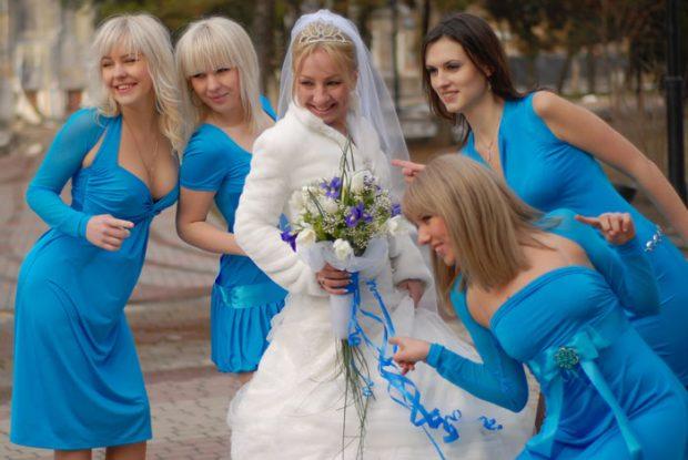 Подруги невесты в одинаковых платьях