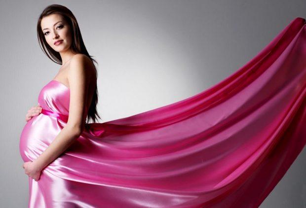 Беременная женщина в красивом платье 57