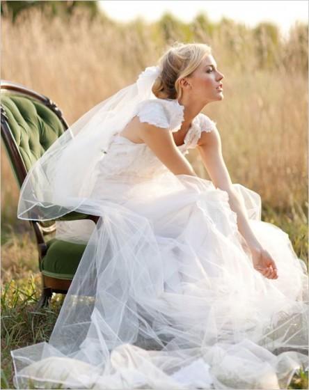 невеста на стуле