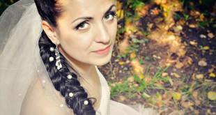 Невеста с длинной косой и фатой