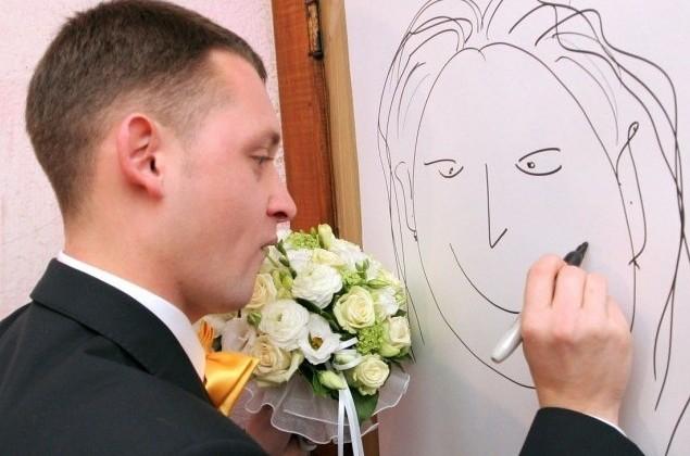 Жених рисует невесту на выкупе