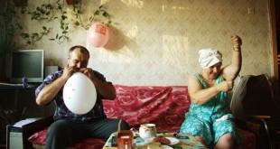 Родители готовятся к свадьбе дома