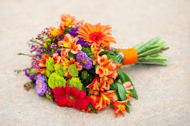 Какие цветы подарить молодоженам