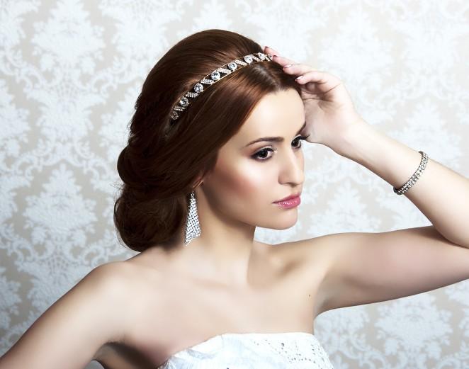 Прическа невесты с диадемой