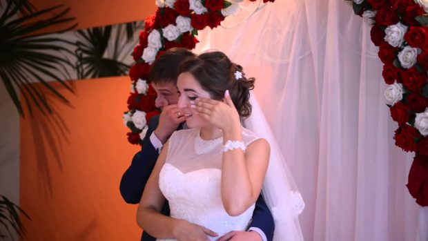 Жених и невеста прослезились от речи отца