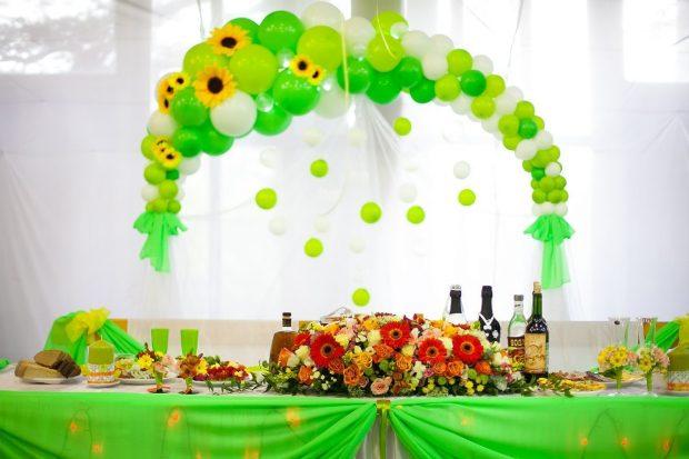 Зал на свадьбу можно украсить своими руками