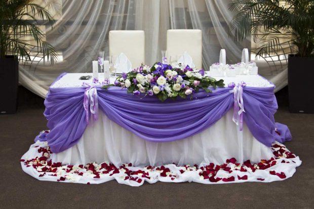 Оформление свадебного стола в сиреневом цвете