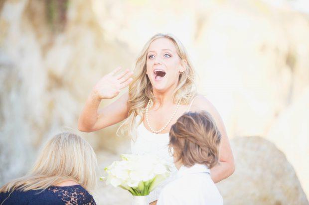 Невеста приятно шокирована сюрпризом