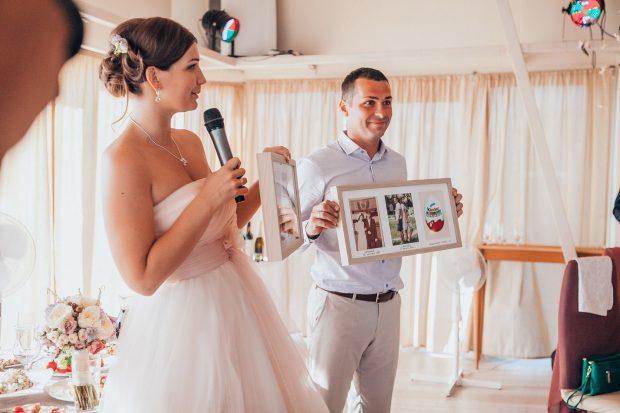 Фотографии в рамках для родителей на свадьбу от молодожен