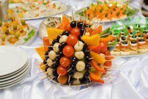 Композиция из фруктов на свадебном фуршете
